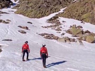 Muere un montañero en Peñalara al precipitarse 300 metros por una ladera helada