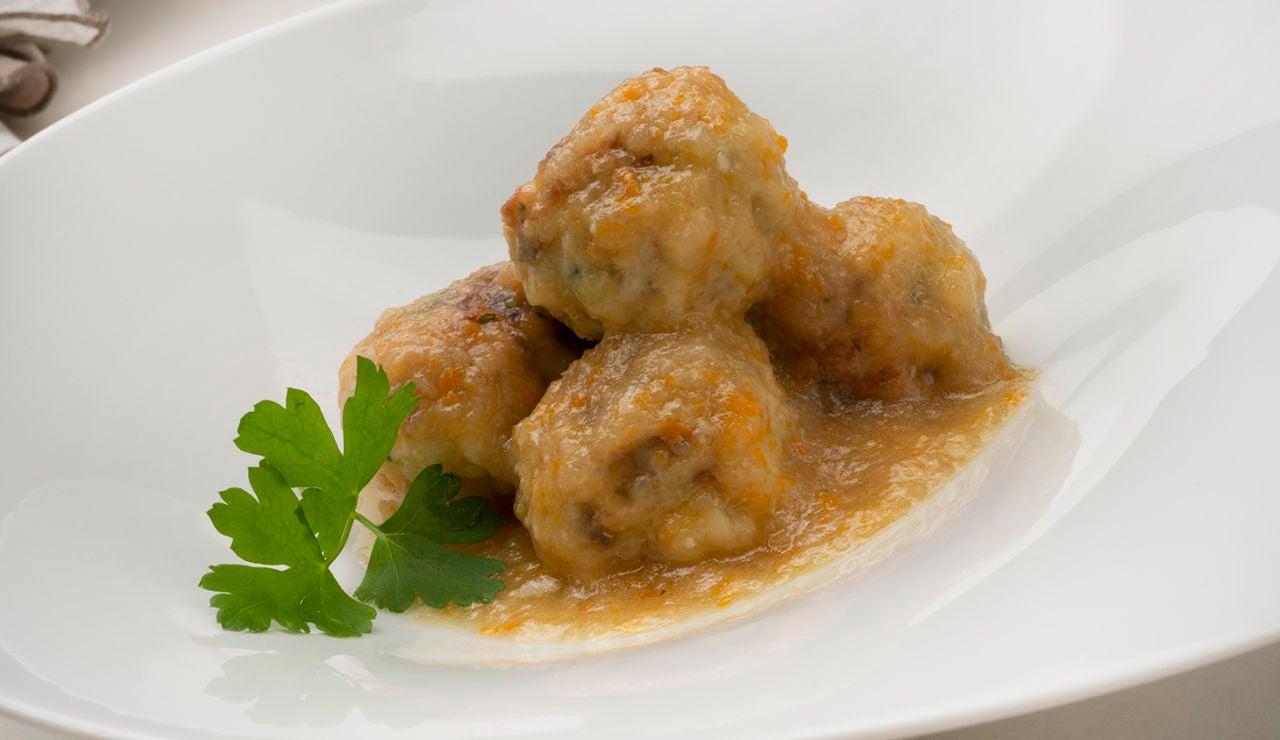 Cocina abierta de Karlos Arguiñano: Albóndigas de perlón (Programa 1883)