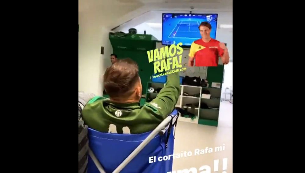Joaquín Sánchez animando a Nadal