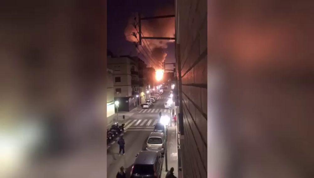 """Una testigo, a 4 kilómetros de la explosión de Tarragona, asegura que """"ha temblado todo el bloque, las ventanas y los cristales"""""""