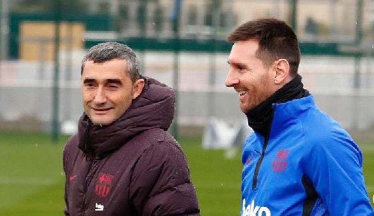 Ernesto Valverde bromea con Leo Messi