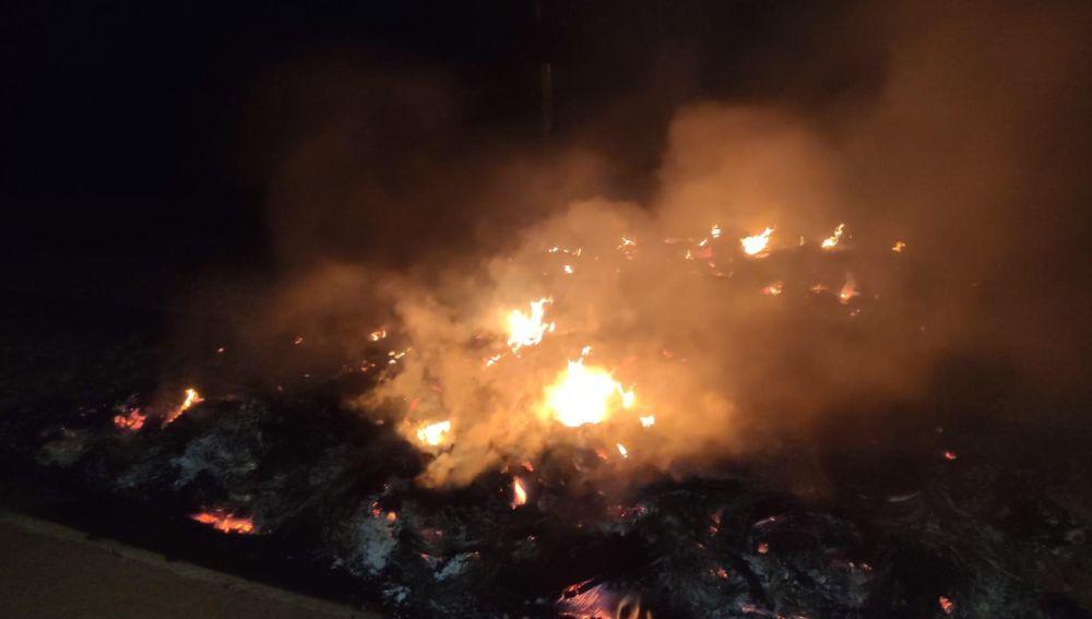 Interrumpida la circulación de trenes entre Girona y Caldes de Malavella por la quema de neumáticos