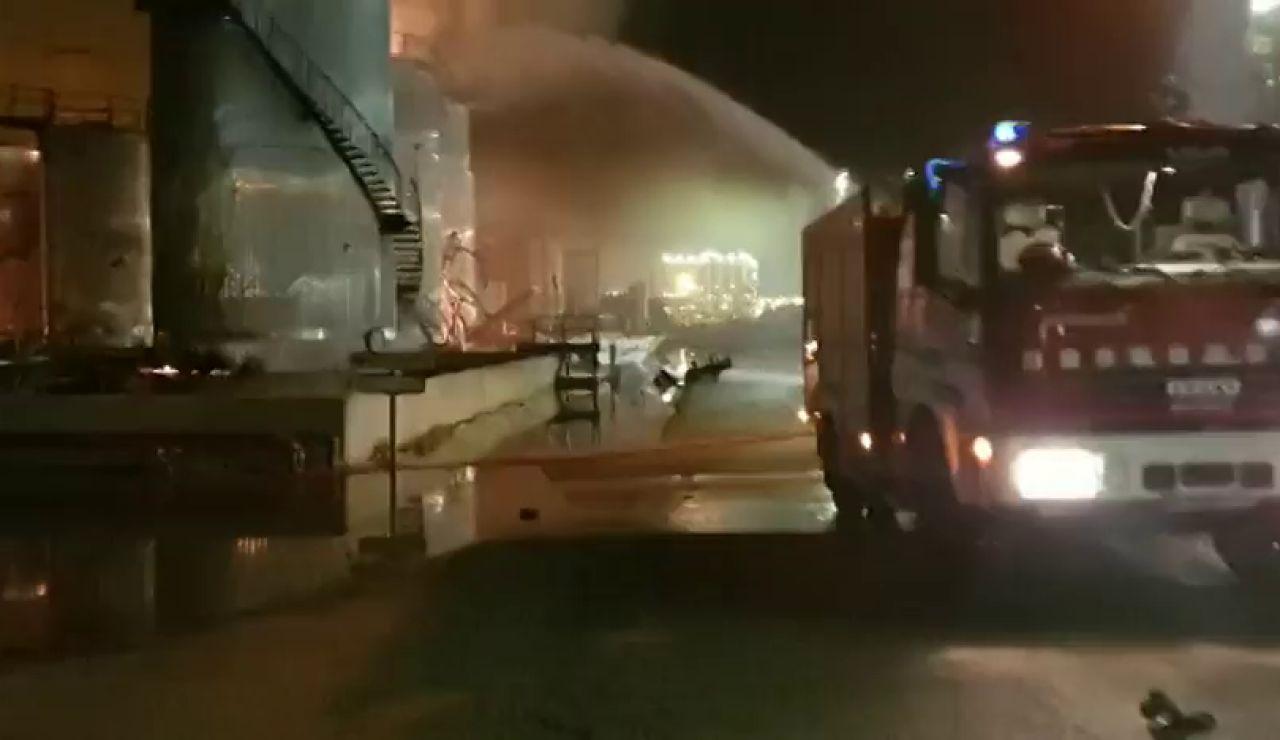 Las devastadoras imágenes del interior de la planta petroquímica de Tarragona