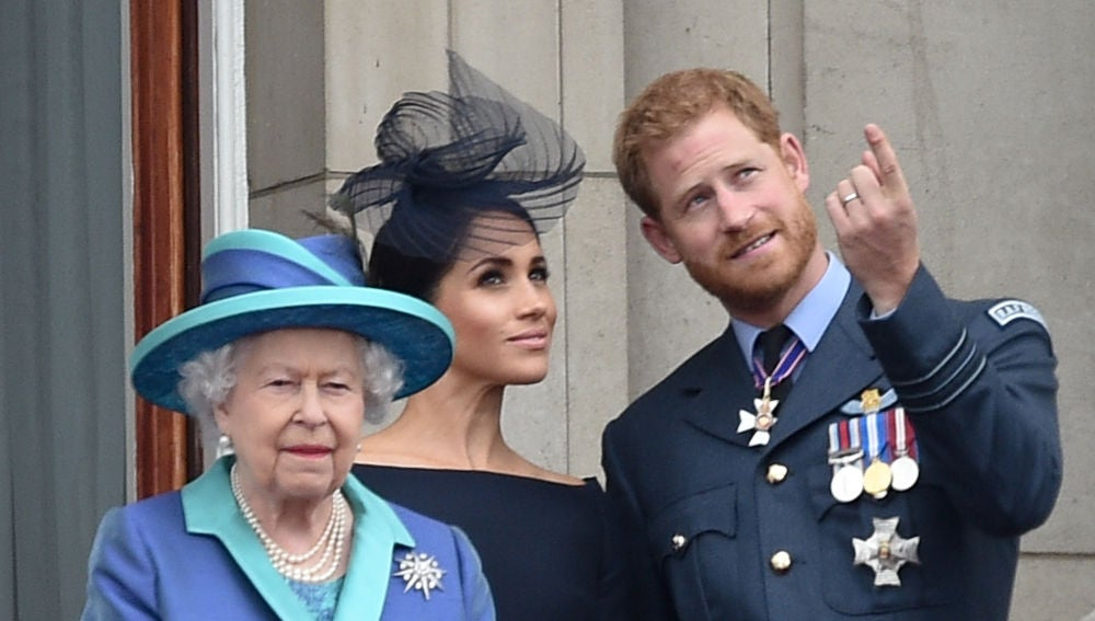 La reina Isabel junto al príncipe Harry y Megham Markle