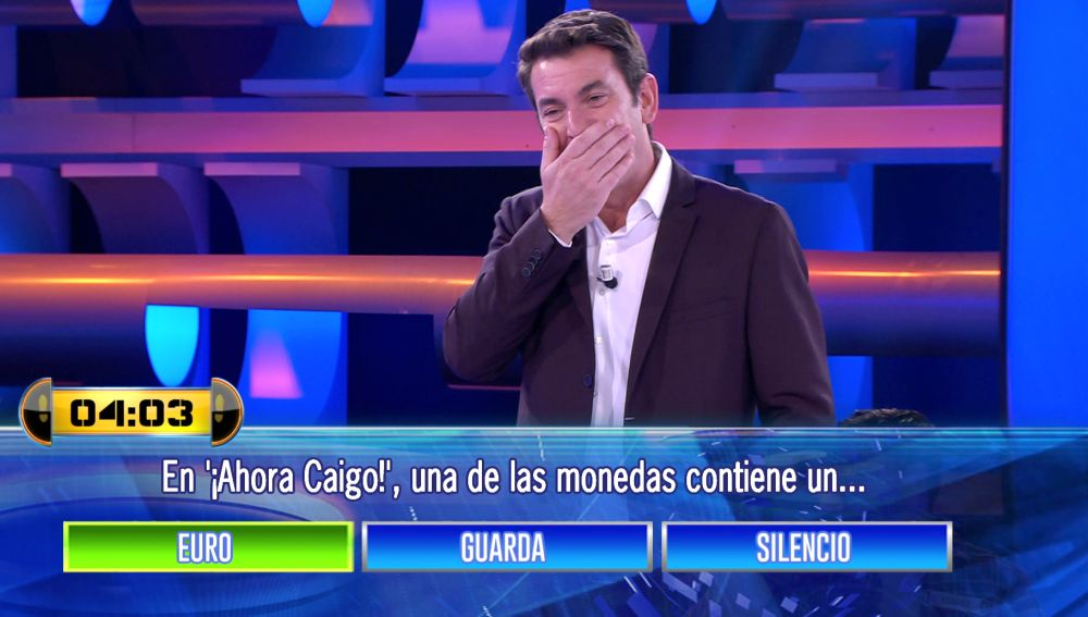 Arturo Valls se emociona al volver a cantar 'El euro guarda silencio' en '¡Ahora caigo!'