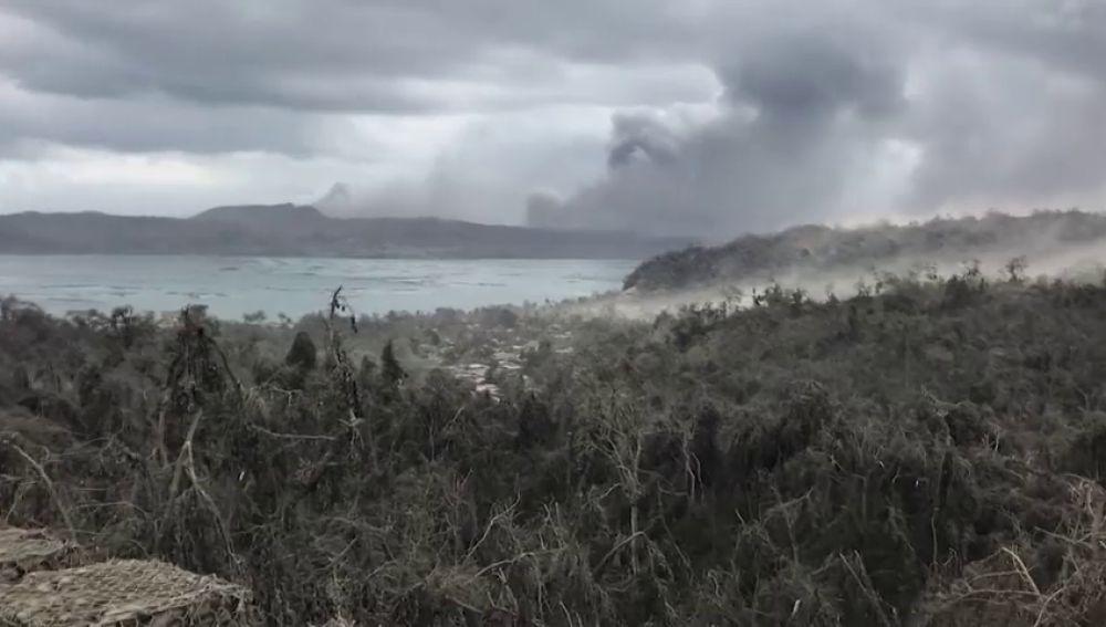 Dos muertos por parada cardíaca y más de 82.000 evacuados tras la erupción del volcán Taal (Filipinas)