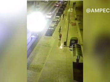 Un hombre atropella a un viandante con su patinete eléctrico y se da a la fuga en Cádiz