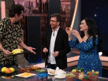 Alaska y Mario Vaquerizo se comen las alucinantes 'tartas trampantojo' de 'El Hormiguero 3.0'