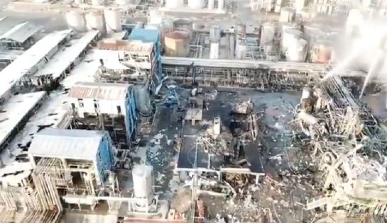 Primeras imágenes de la planta petroquímica de Tarragona tras sufrir la explosión