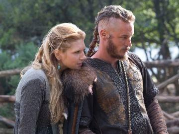 Lagherta y Ragnar en 'Vikingos'