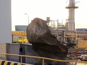 Proyectil que salió despedido tras la explosión de la fábrica