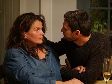 Julia y Benjamín continúan con su apasionada relación en 'El cazafortunas', esta noche en Antena 3