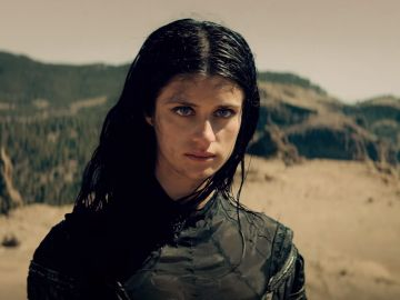 Anya Chalotra, Yennefer de Vengerberg en 'The Witcher'