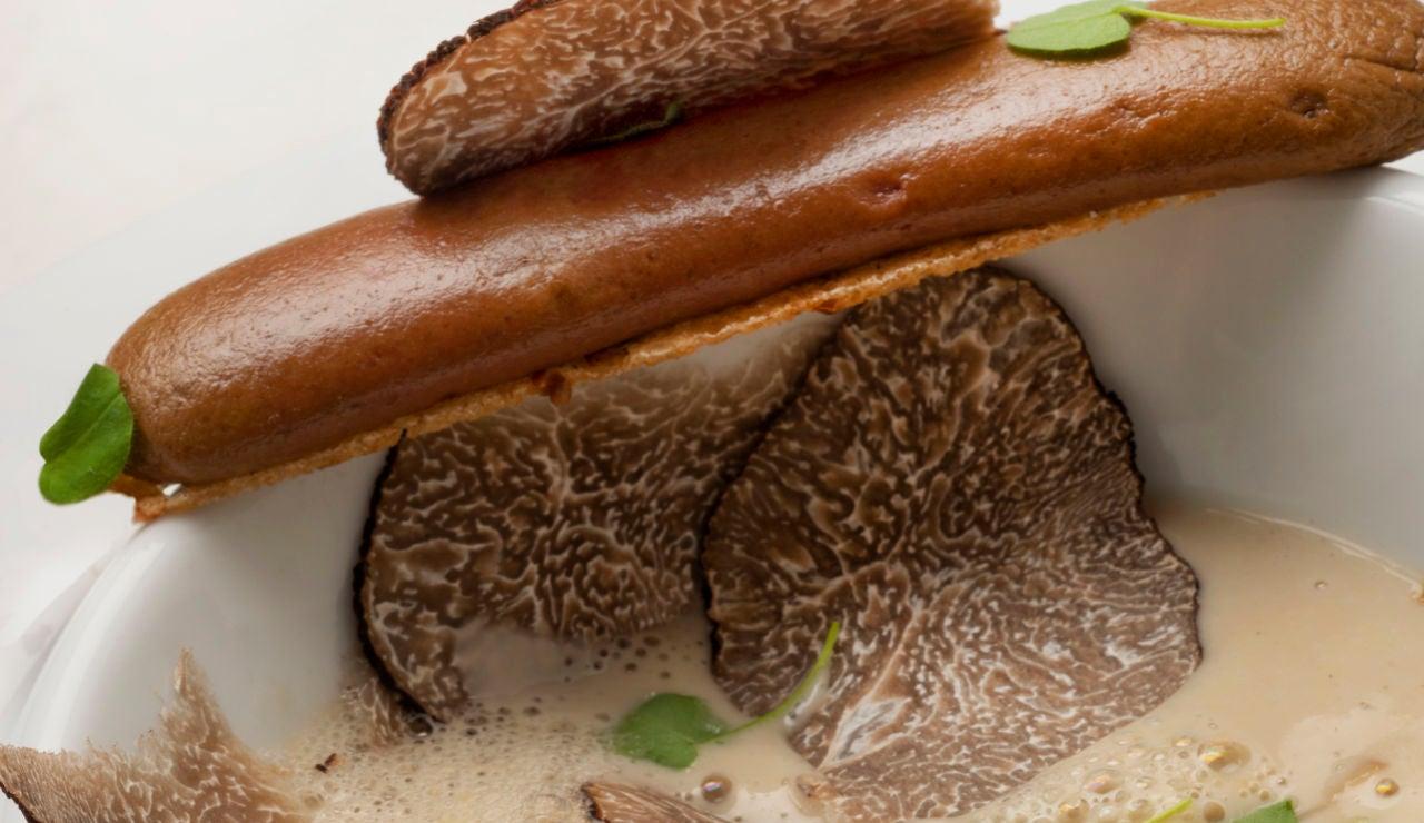 Sopa de hongos y castaña con una tosta de hígados de pintada
