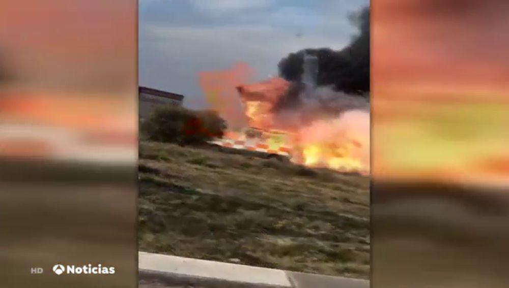 Investigan el incendio de una ambulancia con pasajeros en su interior