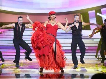Cristina Ramos anima la noche como Jennifer López en 'Let's get loud'