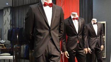 Escaparate con trajes de novios de la tienda 'Pascual Bilbao'