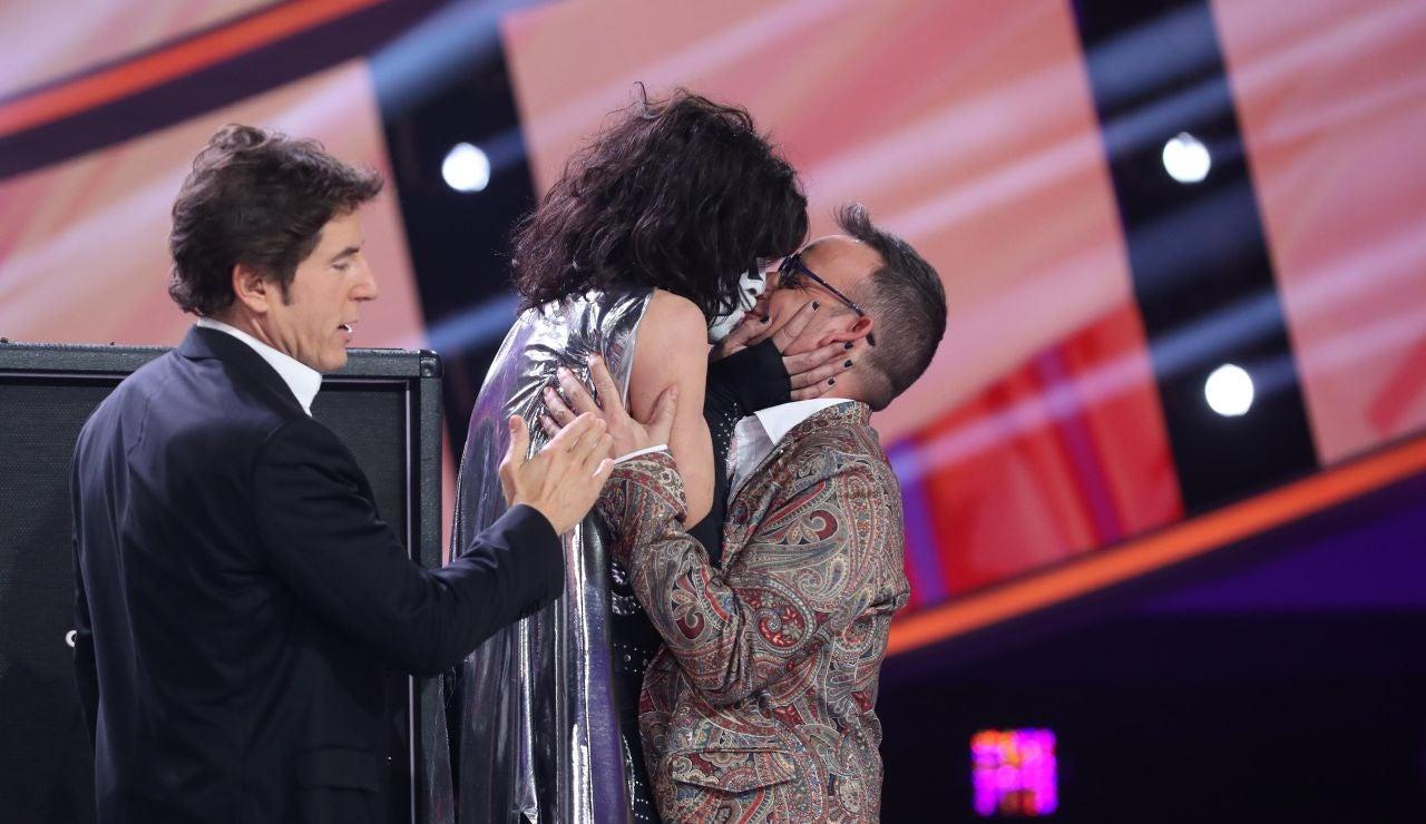 El divertido concurso de Mario Vaquerizo y Àngel Llàcer para alzarse con el título del 'rey de los besos'