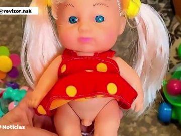 Polémica por la venta de una muñeca infantil con ropa de mujer y genitales masculinos