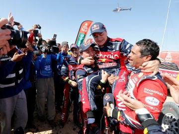 Carlos Sainz, emocionado tras ganar el Dakar 2020