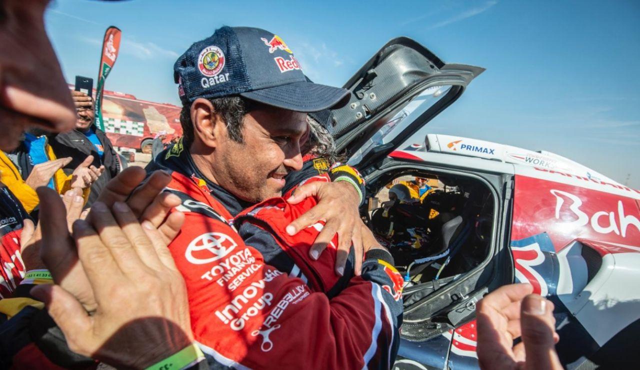 Carlos Sainz, felicitado tras ganar el Dakar 2020