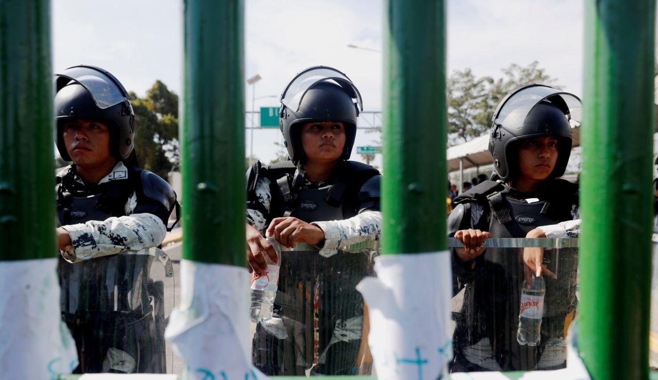 Más de 800 hondureños de la caravana pasan la frontera de Guatemala y México