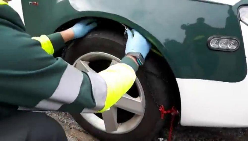¿Cómo colocar las cadenas en las ruedas del coche?