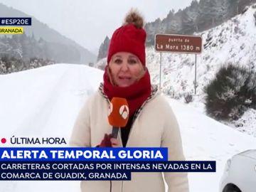 Reportera, atrapada por el temporal.