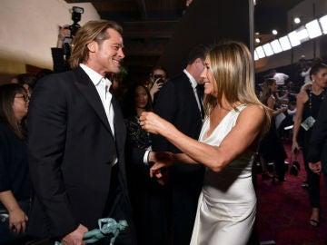 Brad Pitt y Jennifer Aniston comparten risas y complicidad en los Premios SAG