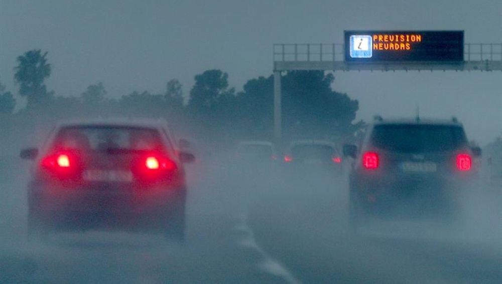 Una treintena de carreteras, entre ellas la A-7 en Alicante,  permanece cortada