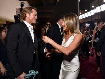 Brad Pitt y Jennifer Aniston durante su reencuentro en los SAG Awards 2020