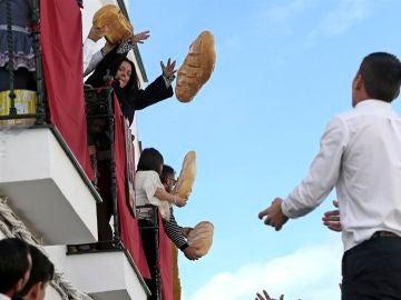 Lanzamiento de jamones y chorizos en Trigueros