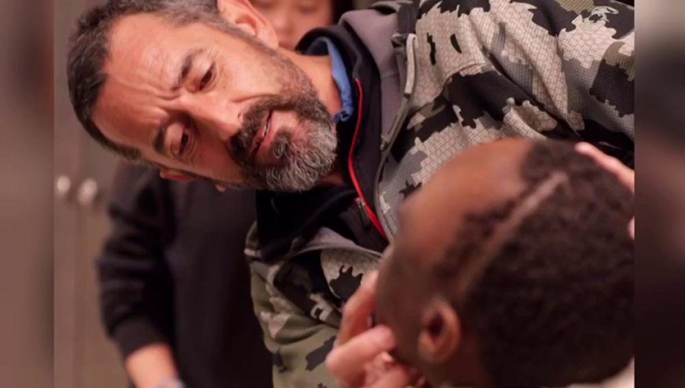 """El doctor Cavadas extirpa un tumor a un niño de 10 años """"más grande que su cabeza"""""""