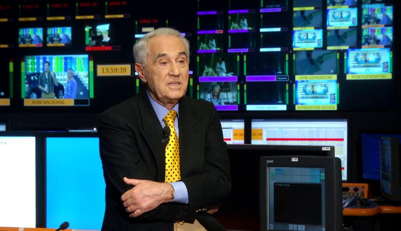 Aniversario Antena 3: José María Carrascal y sus corbatas