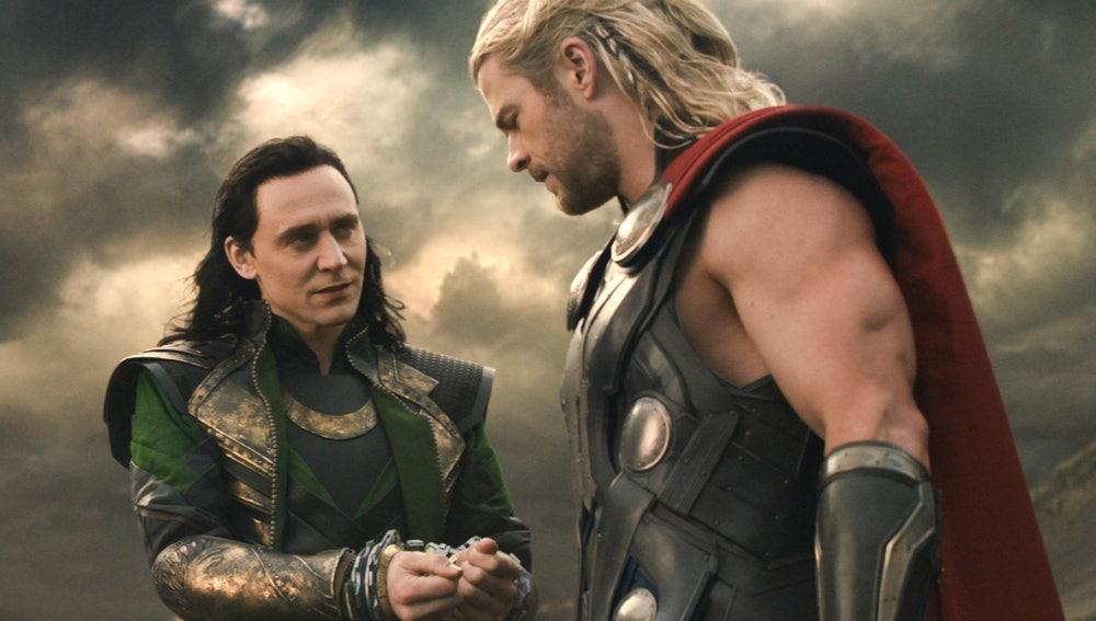 Loki (Tom Hiddleston) y Thor (Chris Hemsworth)