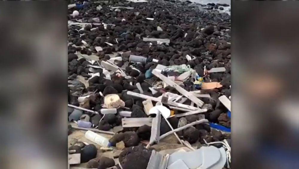 Denuncian el hallazgo de basura y plásticos en el parque natural de islas de Lobos