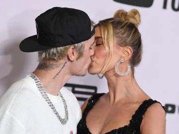 El beso de Justin Bieber y Hailey Baldwin