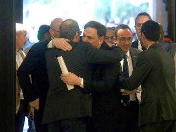 El abrazo entre Quim Torra y Oriol Junqueras
