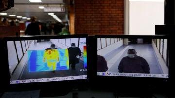 Escáner a los pasajeros en un aeropuerto de China
