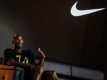 Kobe Bryant durante un acto de promoción con Nike