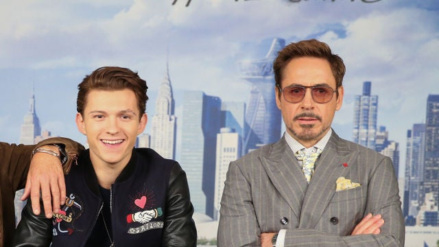 Tom Holland junto a Robert Downey Jr.