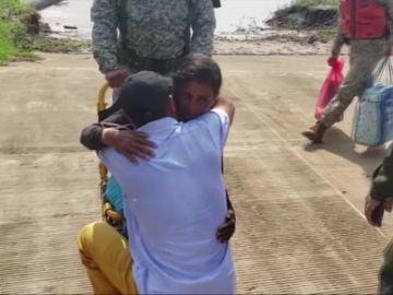 Rescatan a una familia perdida en el Amazonas durante 34 días