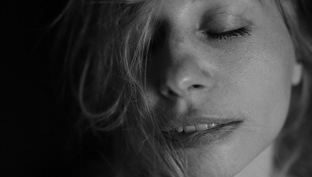 Mujer disfrutando (archivo)
