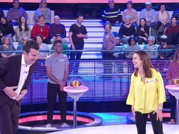 """""""Va a cambiar tu vida"""": Palmira Gogó enseña a un muchacho a bailar mambo en '¡Ahora caigo!'"""