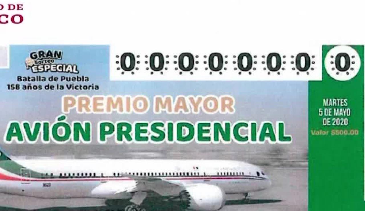 López Obrador presenta las papeletas para rifar el avión presidencial de México