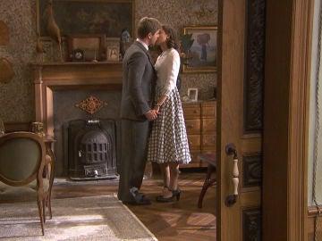 El encuentro secreto de Adolfo y Marta que termina en beso