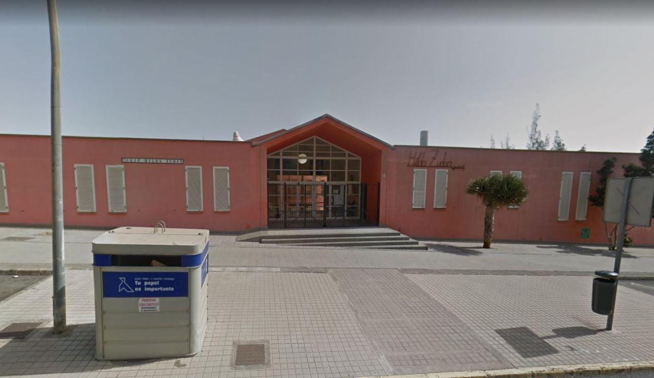 Entrada del colegio Hilda Zudán