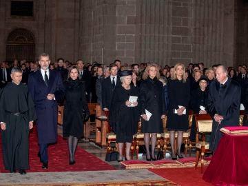 La familia real al completo en el funeral de la infanta Pilar