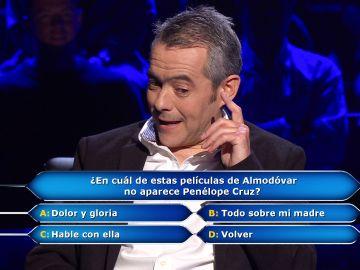 Almodóvar deja a Juanpe con 'dolor' y sin la 'gloria' de los 100.000 euros en '¿Quién quiere ser millonario?'