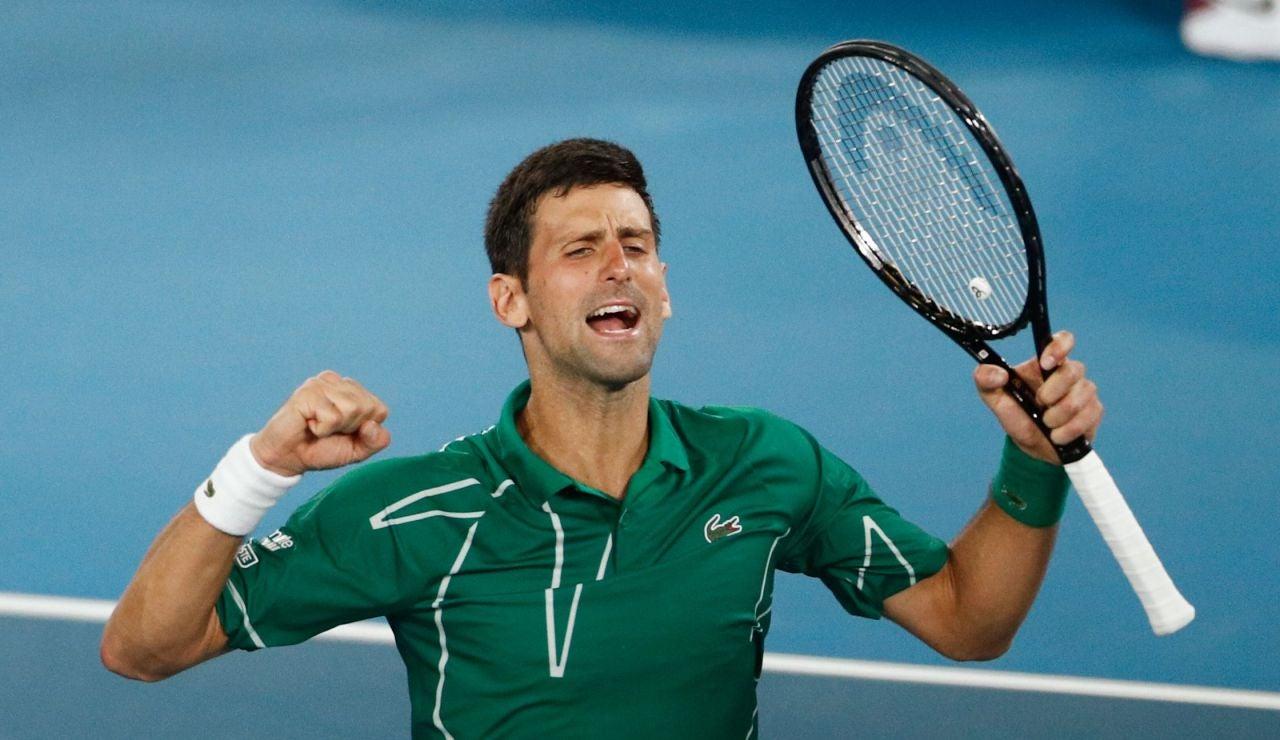 Djokovic celebra la victoria ante Federer